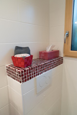 Détail de l'une des salles de bains.ail-de-la-tale-dressee-pour-le-petit-dejeuner.jpg