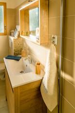 Le coin lavabo de cette salle de bains
