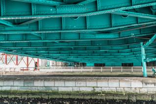 Détail de la sous face d'un tablier de pont Vert à Tokyo