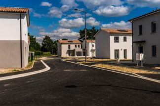 Le Le Broustey les villas dans le S de la rue