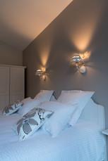 Détail des appliques en tête de lit