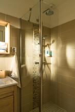 Une salle d'eau côté douche