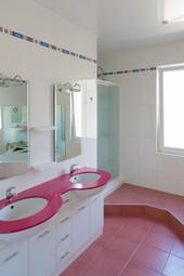 Double vasque pour cette magnifique salle de bains