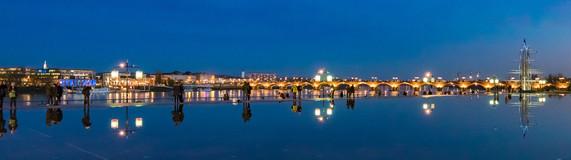 Jeux de lumière sur le miroir d'eau à Bordeaux