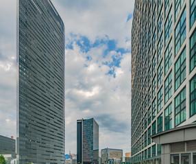 Immeubles, la tête dans les nuages