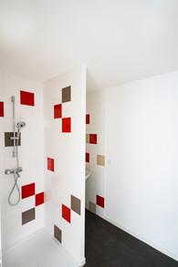 Une douche à damier