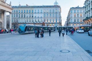 Passage du tram à Bordeaux