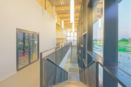 Gymnase_Auros_-_Coursive_étage_gauche_-_01.jpg