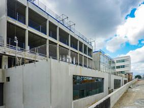 Constuction d'un immeuble de bureaux, les façades béton