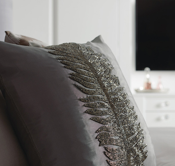flow-style1-pillow-chest-detail.jpg
