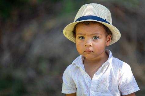 Enfant dans la campagne