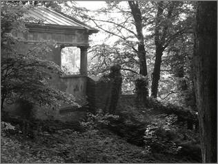 Gartentempelchen   ⸧ | ⸦   Garden Shrine