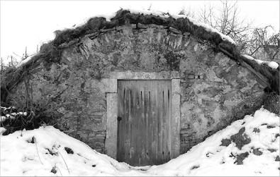 Erdkeller   ⸧ | ⸦   Earth Cellar