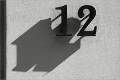Hausnummern zu Düsenjägern...   ⸧ | ⸦   Street Numbers into Jet Fighters...