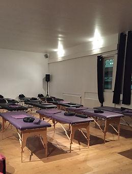location table de massage , location futtons de massage , de table de massage assise, location de table de massage et coussin, location de table de massage et tabouret, faciliter vos evenements , ne vous emombrez plus de table de massage,