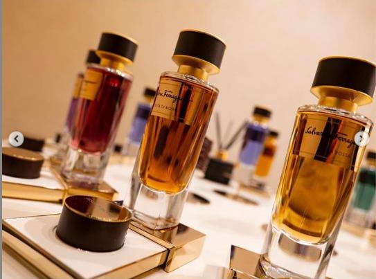 cata olfativa de perfume que evoca los aromas de la toscana