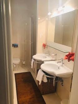 Classic Double Room Bathroom