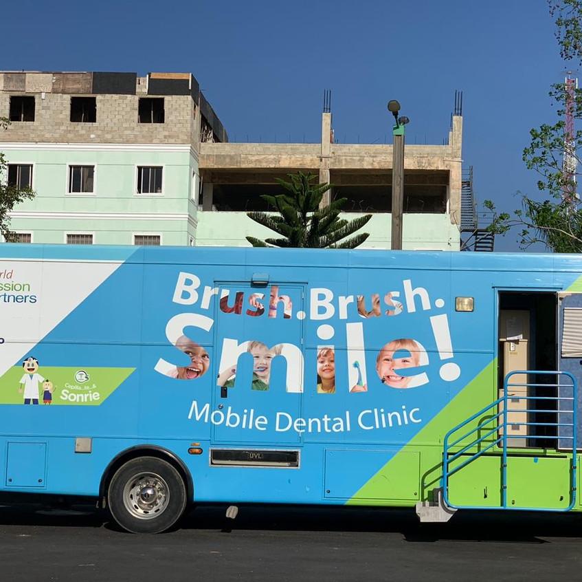 Mobile dental clinic bus