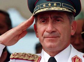 el general, asunción. 1996 © Reuters