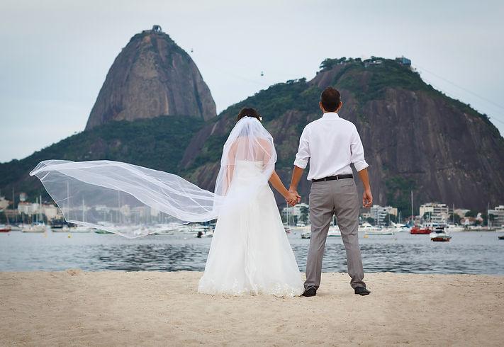 свадебная фотосессия на пляже ботафого Botafogo с видом на Сахарную голову в Рио-де-Жанейро Wedding photosession in Rio de Janeiro