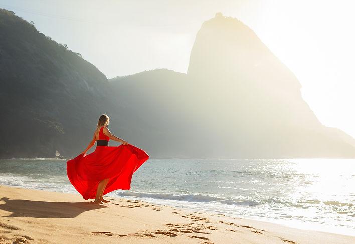 Индивидуальня фотосессия портрет девушки на пляже у сахарной головы в Рио де Жанейро портрет дphotosession riевушки portrait  de janeiro sugarloaf