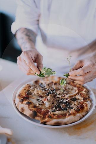 vedugnsbakad-pizza-örebro-sörens-vedugn.jpg