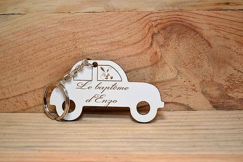 Porte clé en bois blanc voiture lapinou personnalisable