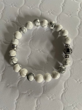 Howlite with Yin and Yang bead Bracelet in choice of two colours