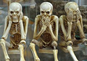 skeletons-1617539_1920.jpg