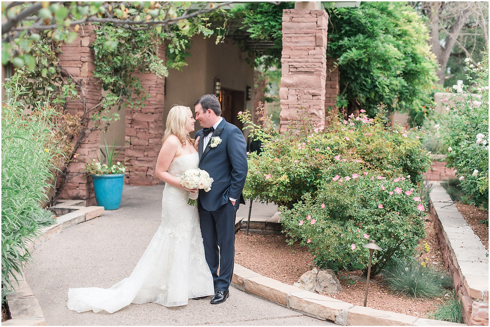 Elegant Santa Fe Wedding photographer. New Mexico wedding photographer. Elegant dinner party wedding. santa fe and albuquerque wedding photographer.