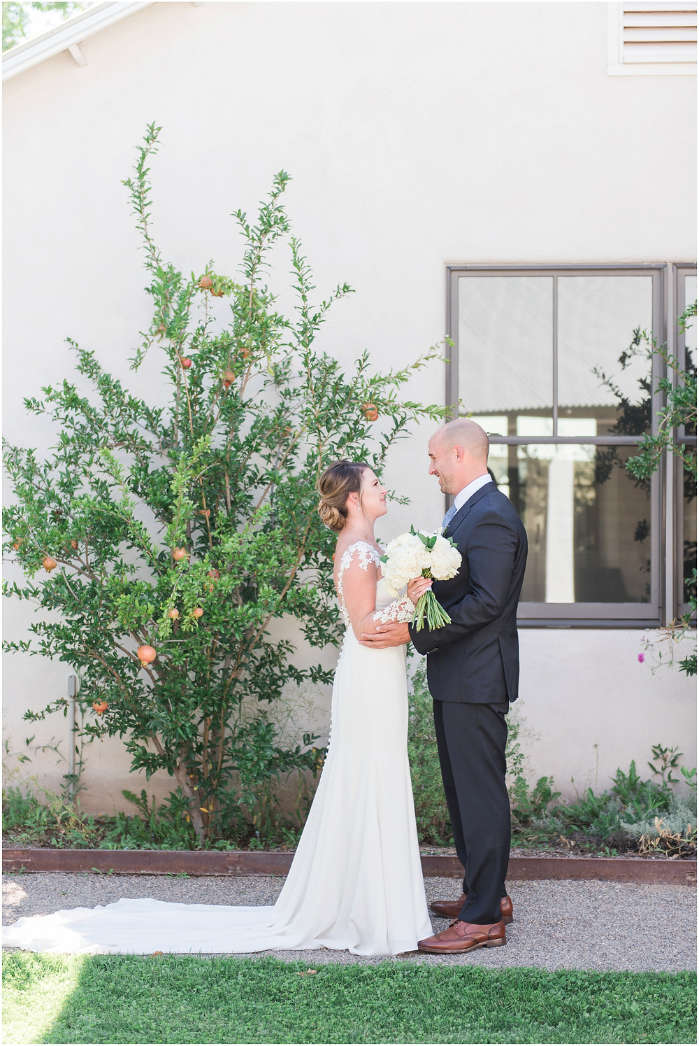 Wedding at Casa Rondena Winery. Maura Jane Photography. fall wedding New mexico. Outdoor wedding venue albuquerque. New Mexico Wedding Photographer. Winery Wedding. first look photos
