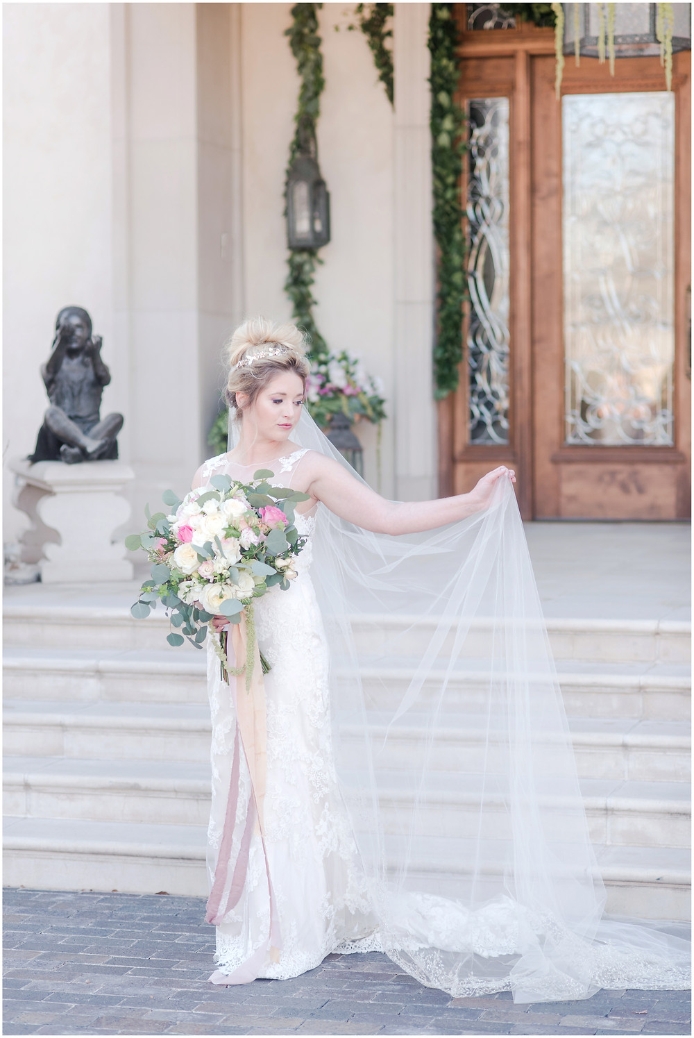 Bride with veil. How to wear cathedral veil. Big messy bouquet. bouquet with peonies and roses