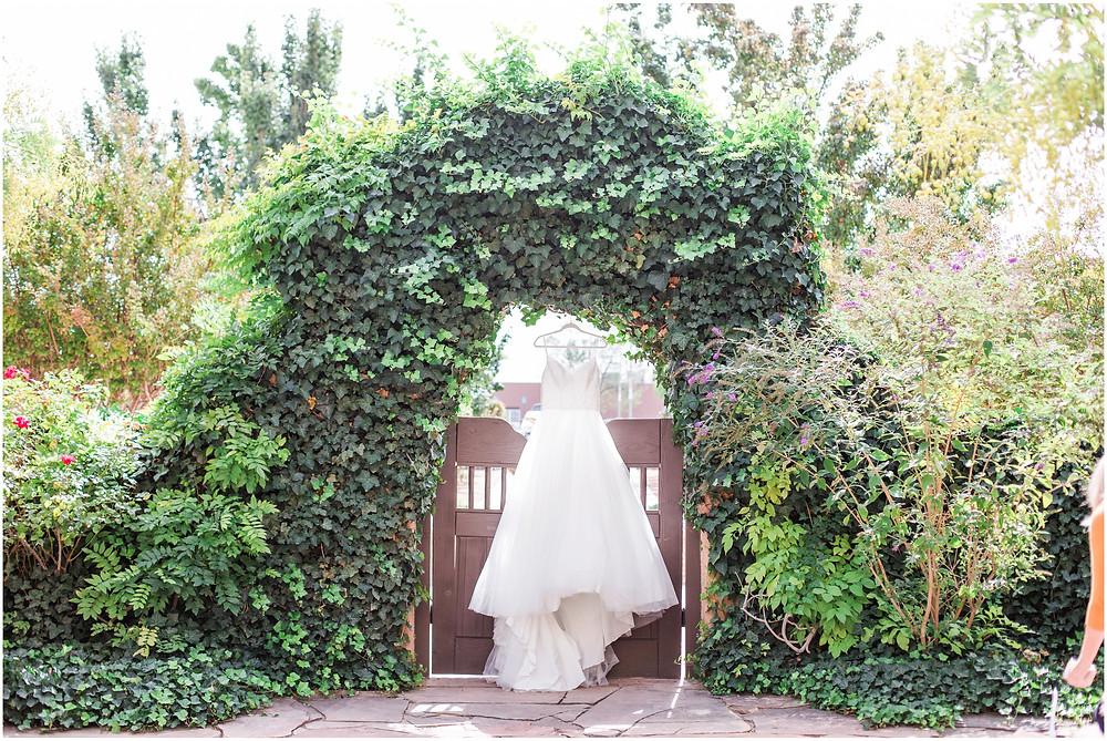 wedding at hotel albuquerque. new mexico wedding. outdoor wedding new mexico. albuquerque wedding. new mexico wedding photographer. Maura jane photography. Pink wedding.