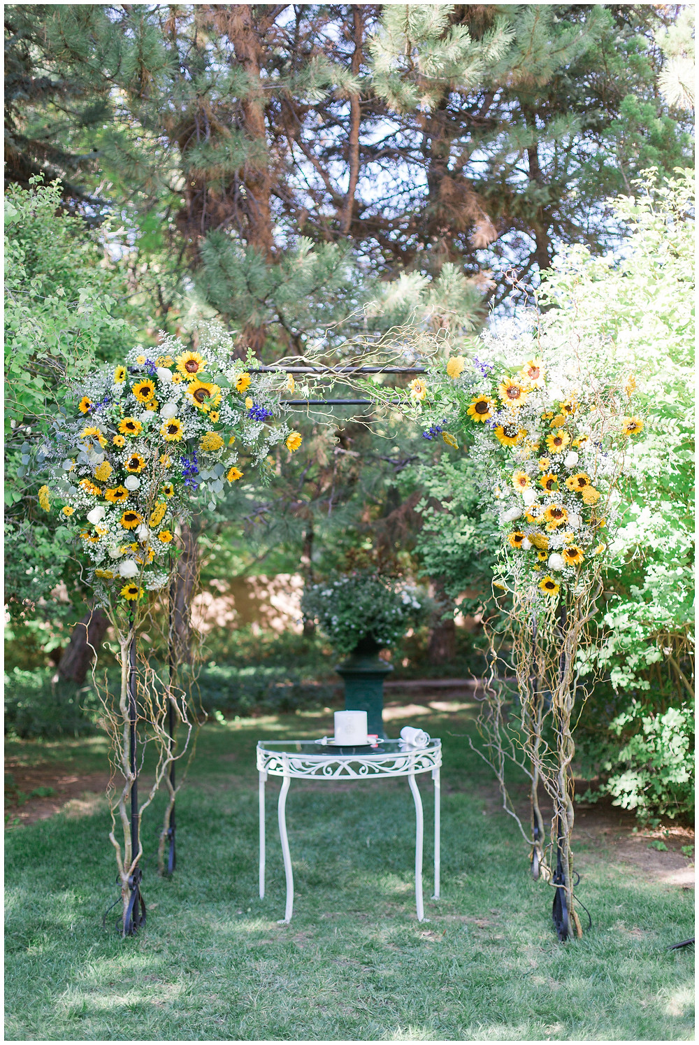 Wedding at Los Poblanos. Summer wedding New mexico. Outdoor wedding venue albuquerque. New Mexico Wedding Photographer. flower arch. wedding floral arch