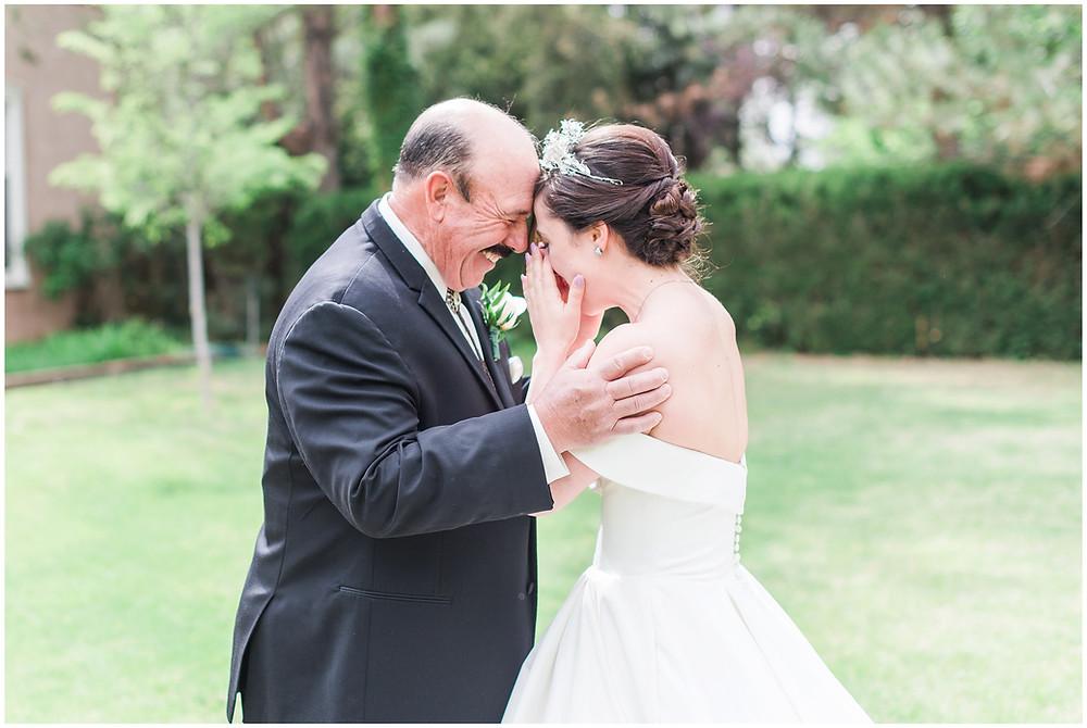 los poblanos wedding venue. daddy-daughter first look. new mexico wedding photograper. albuquerque wedding photographer