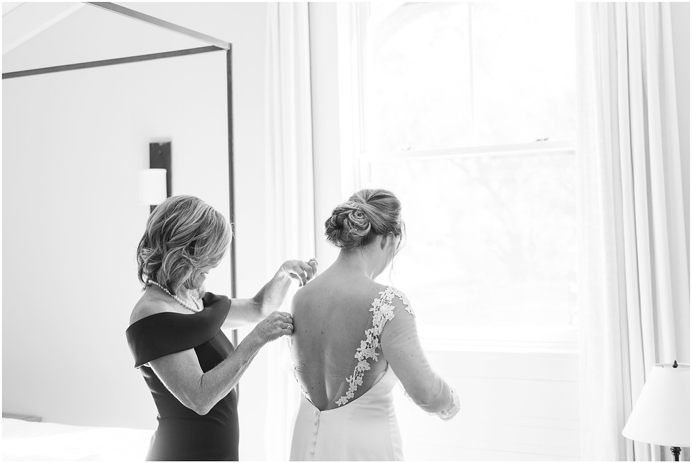 Wedding at Casa Rondena Winery. Maura Jane Photography. fall wedding New mexico. Outdoor wedding venue albuquerque. New Mexico Wedding Photographer. Winery Wedding. bride getting ready photos