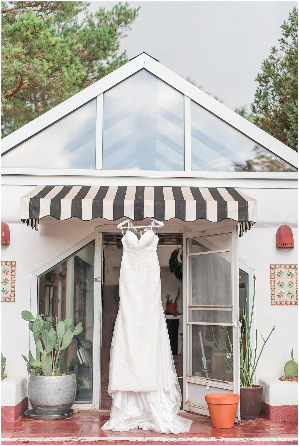 El Ray Court Wedding. El Ray Court Santa Fe. Santa Fe Wedding. Santa Fe Wedding Photographer. New Mexico Wedding. New Mexico Wedding Photographer. Lace Wedding Dress. Strapless Wedding Dress. Kate Spade Wedding. Garden Wedding.