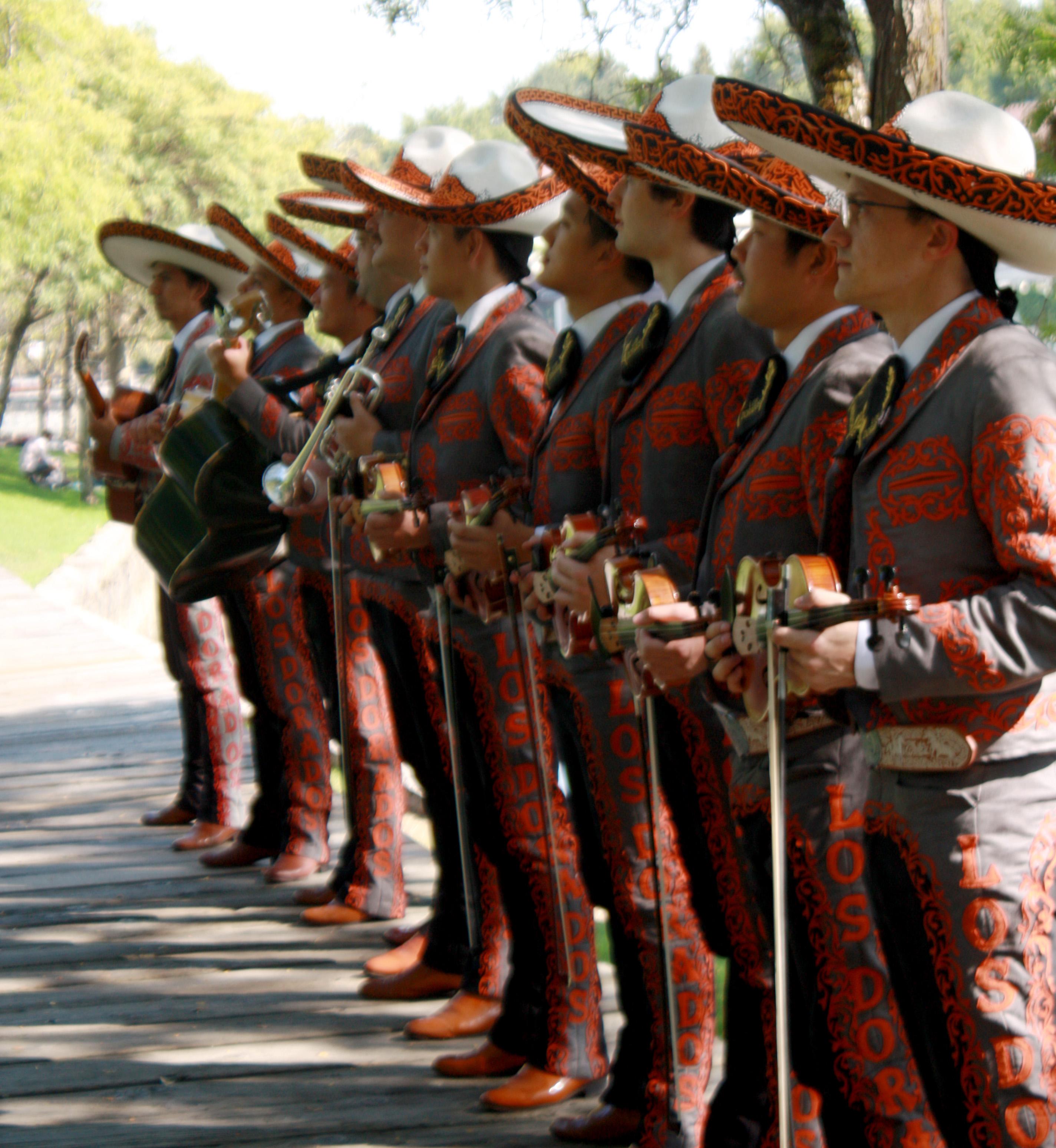 Los Dorados fila