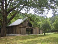outdoor_view_of_barn.jpg