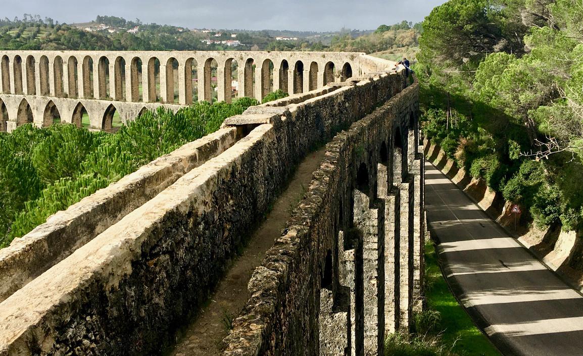 Pegoes aqueduct, Tomar Portugal