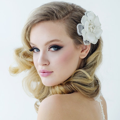 Serenity Chic Pearl Comb Headpiece - Ivory