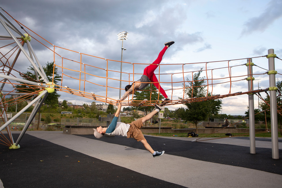 How circus couples play to the park