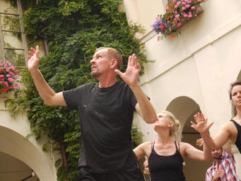 Gennadiy Ostrenko teaching Theatre Biomechanics at NIPAI in Austria