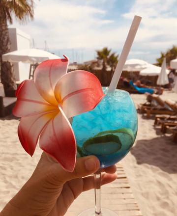 cocktail-le-seven-plage-saintes-maries-d