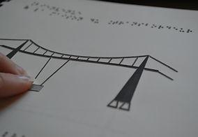 maquette thermogonflée du pont transbordeur et texte braille