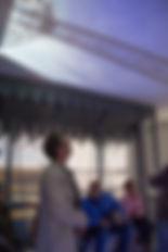 un groupe sur la nacelle virtuelle du pont transbordeur