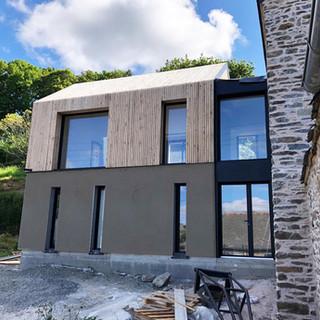 Extension bois et rénovation d'une ancienne maison en pierres