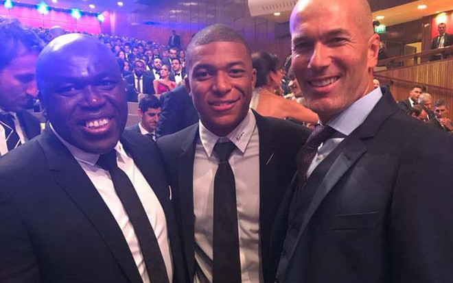 Zidane vẫn giữ liên lạc thường xuyên với Mbappe. |JP88
