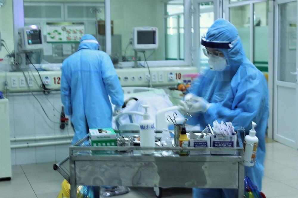 Bệnh nhân nhiễm COVID-19 đang điều trị tại bệnh viện. |JP88