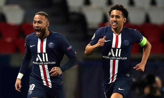 Neymar (trái) mừng bàn mở tỷ số vào lưới Dortmund ở lượt về vòng 1/8 Champions League.